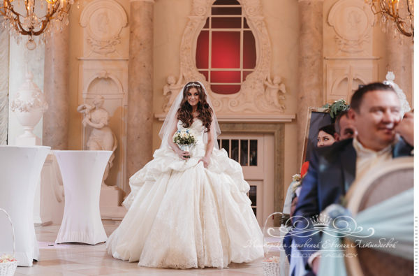 Выход невесты на выездной регистрации