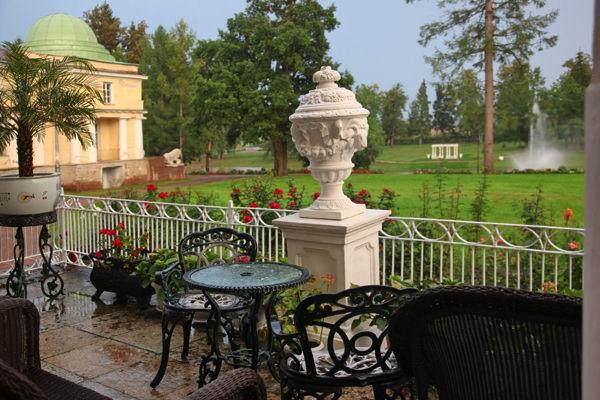 Организация свадьбы загородом с проживанием гостей