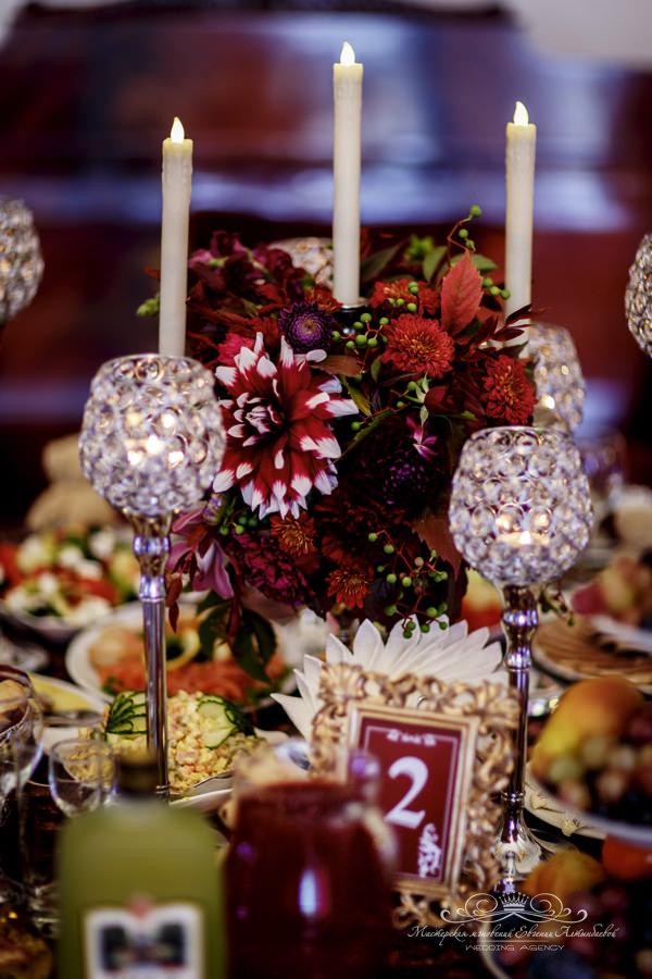 Декор свадебного банкета марсала