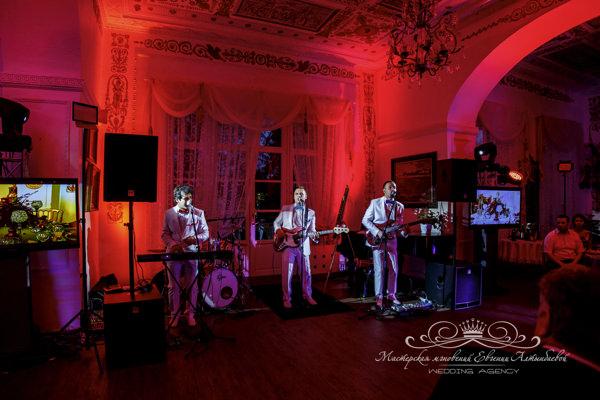 Группа Джеймс Бонд на свадьбе в усадьбе Марьино