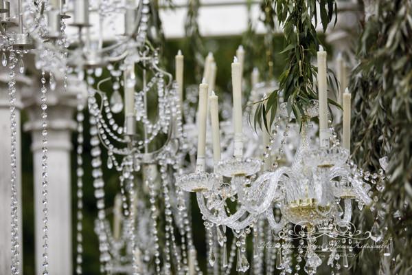 Красивое оформление выездной регистрации на свадьбе загородом