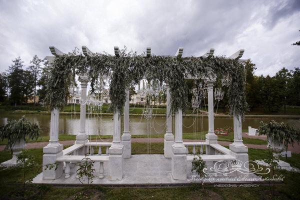Сказочный декор выездной регистрации в усадьбе Марьино