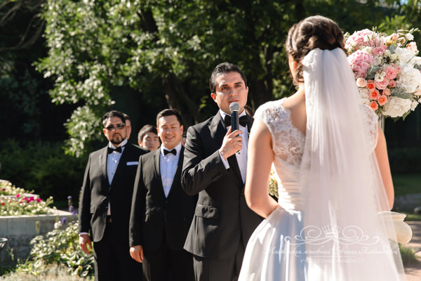 Произнесение клятв на свадебной церемонии