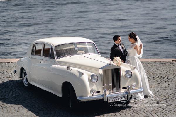 Роскошный автомобиль для свадьбы в Петербурге