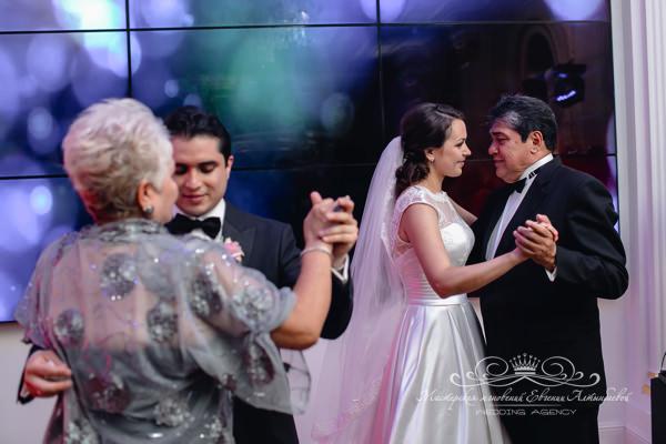 Танец с родителями на свадьбе
