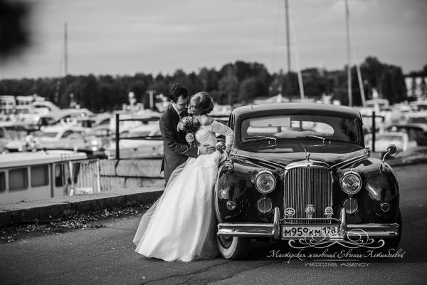 Аренда шикарного ретро автомобиля на свадьбу