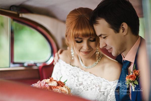 Аренда свадебного автомобиля класса люкс
