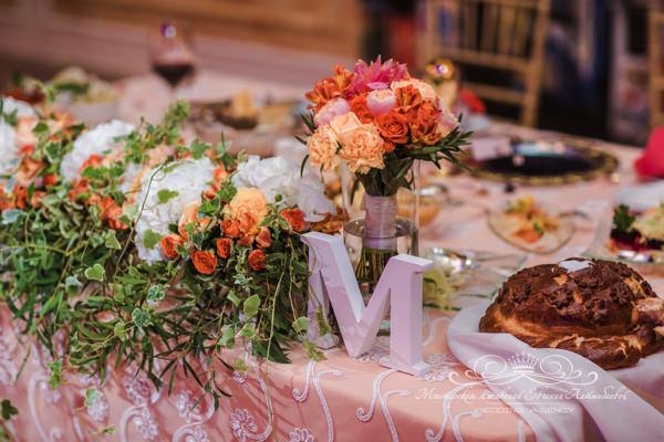 Декор президиума на свадьбе в отеле фор сизонс