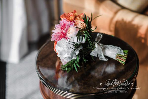 персико-розовый букет невесты