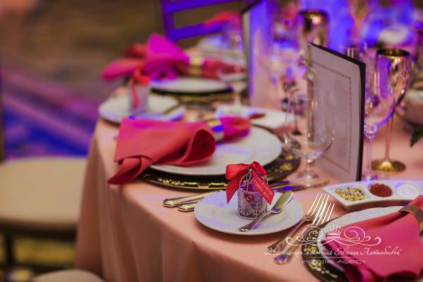 Сервировка стола на свадьбе в отеле four seasons