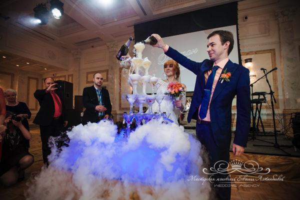 Заказ горки шампанского на свадьбу