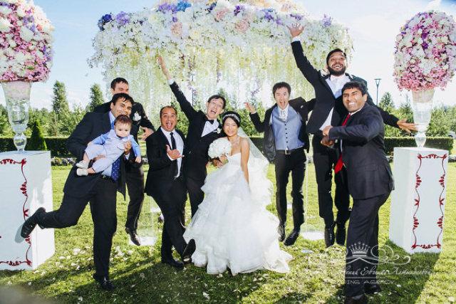 Друзья жениха на свадьбе в Летнем дворце