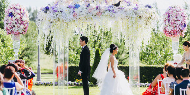 mnogo-tsvetov-na-svadbe
