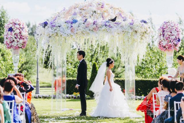 Роскошная свадебная церемония у дворца