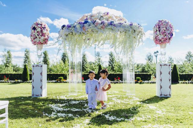 Роскошная цветочная арка для свадьбы