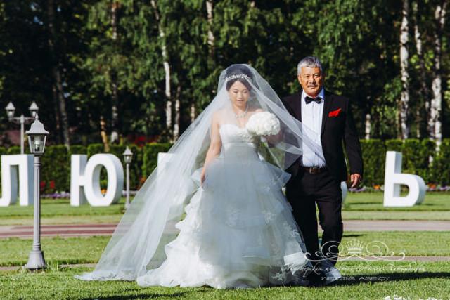 Роскошный образ невесты от vera wang