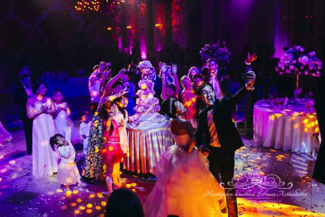 Роскошный высокий свадебный торт в Петербурге