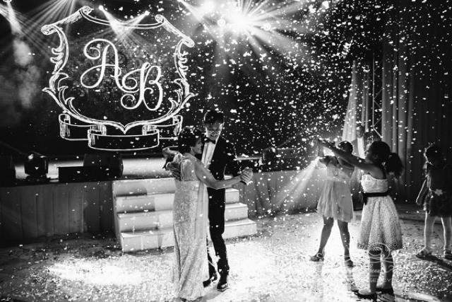 Танец жениха с мамой на свадьбе в Летнем дворце