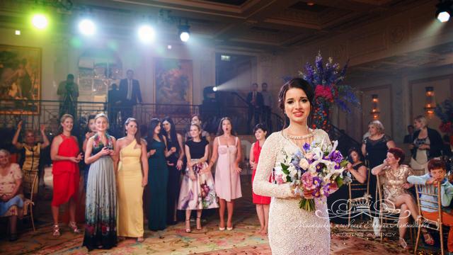 Букет невесты свадьба в зале монферан