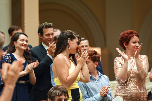 Гости свадебной церемонии в Чайной гостиной отеля Four Seasons
