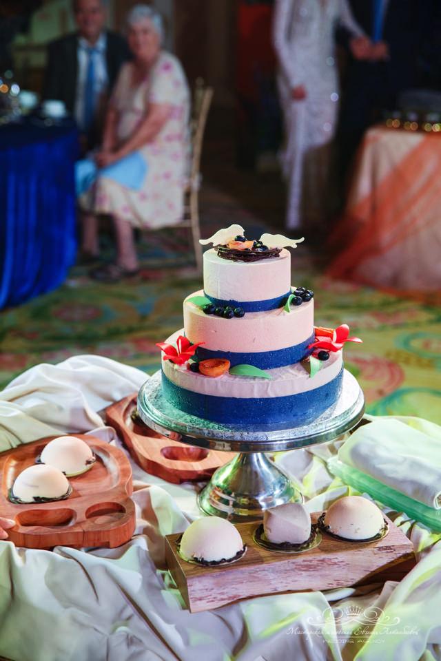 Оригинальный свадебный торт в отеле FOur Seasons