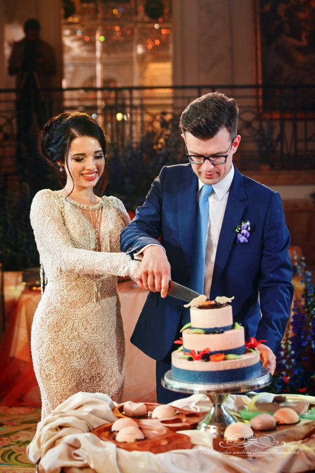 Оригинальный свадебный торт в зале Монферан
