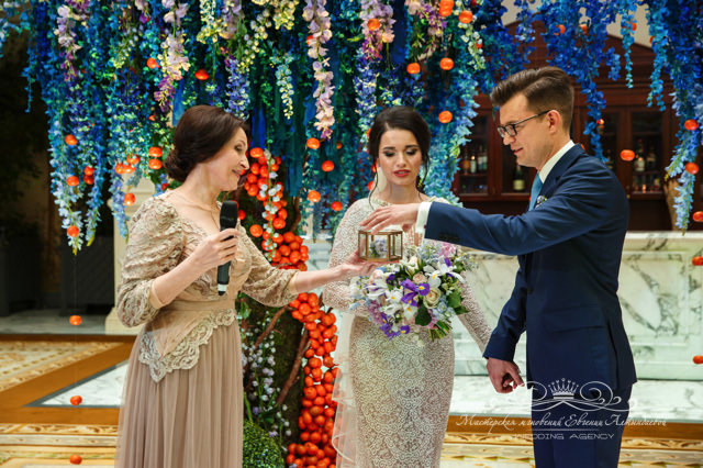 Роскошная свадебная арка в Чайной гостиной