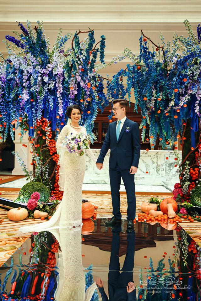 Роскошная свадебная арка в отеле Four Seasons