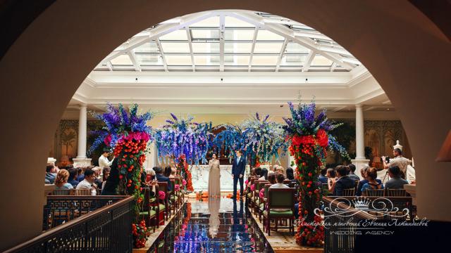 Роскошный свадебный декор в отеле Four Seasons