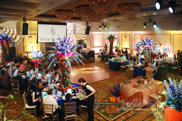 Роскошный свадебный декор в зале Монферан отеля Фор Сизонс