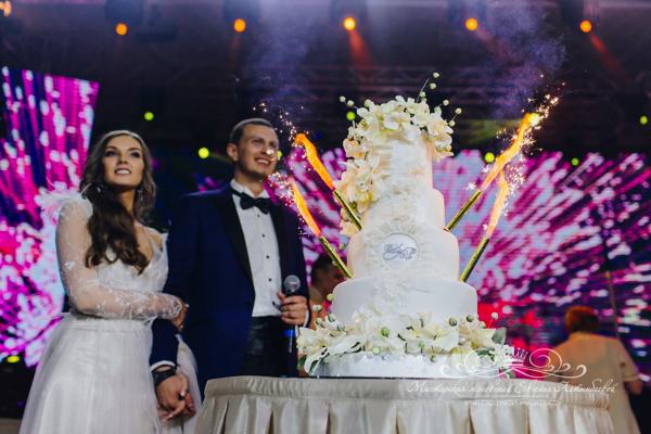 Свадебный торт 50 оттенков белого во вдорце