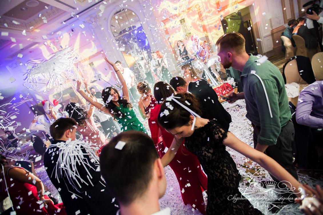 Бумажное шоу на свадьбе dolce&gabbana
