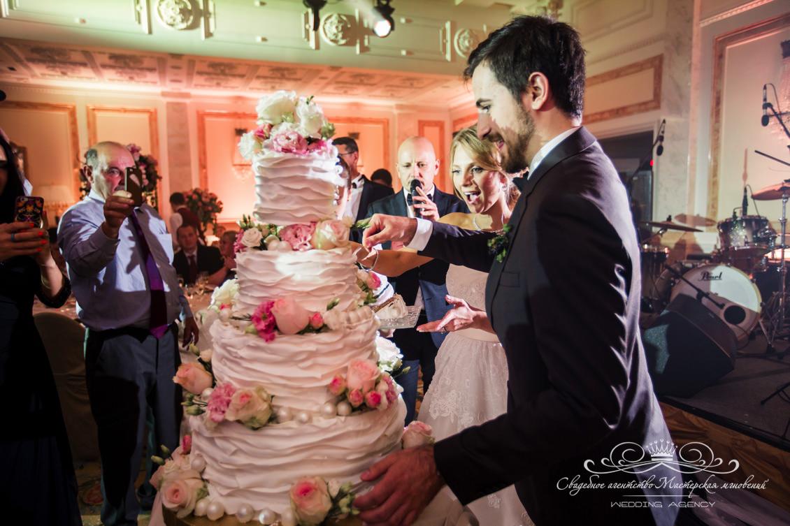 Свадебный торт в стиле dolce&gabbana
