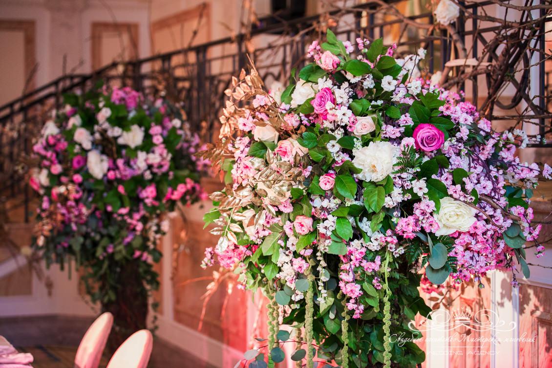 Цветочные композиции на свадьбе Долче Габбана
