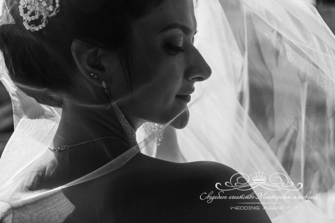 Красивая невеста в отеле Скандинавия