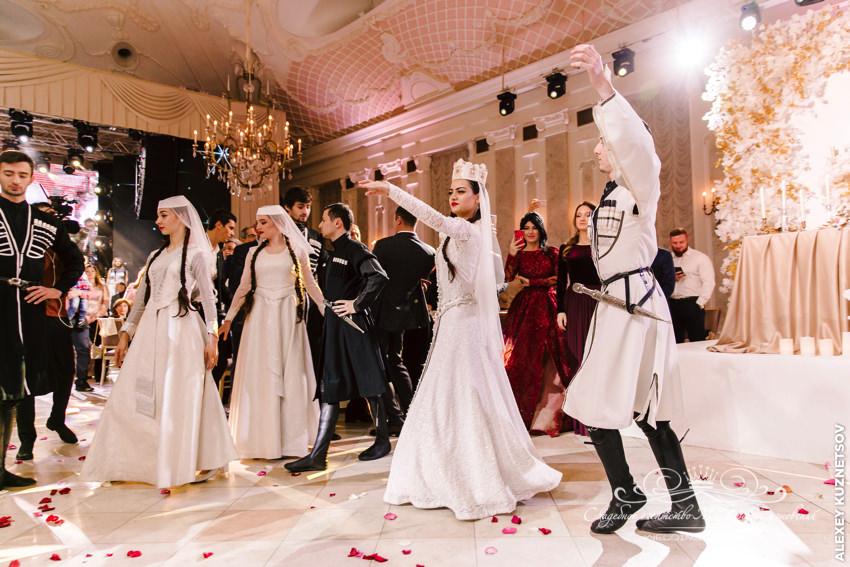 Национальный грузинский танец на свадьбе