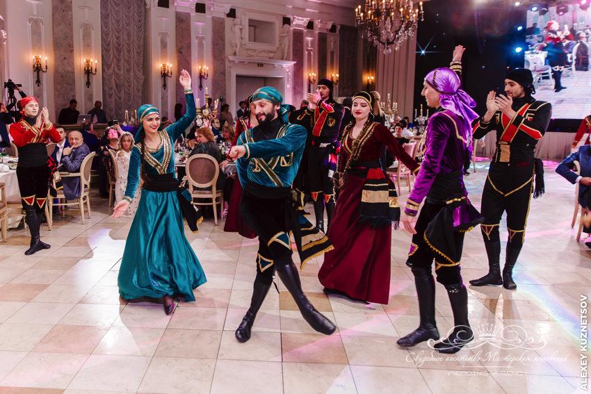 Национальные танцы на грузинской свадьбе