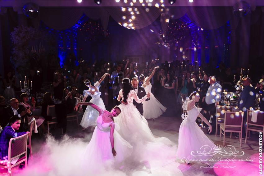 Танец жениха и невесты на грузинской свадьбе