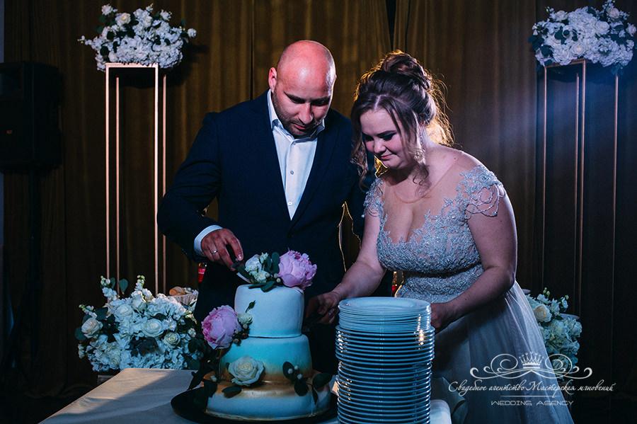 Свадебный торт в загородном клубе Давинчи парк