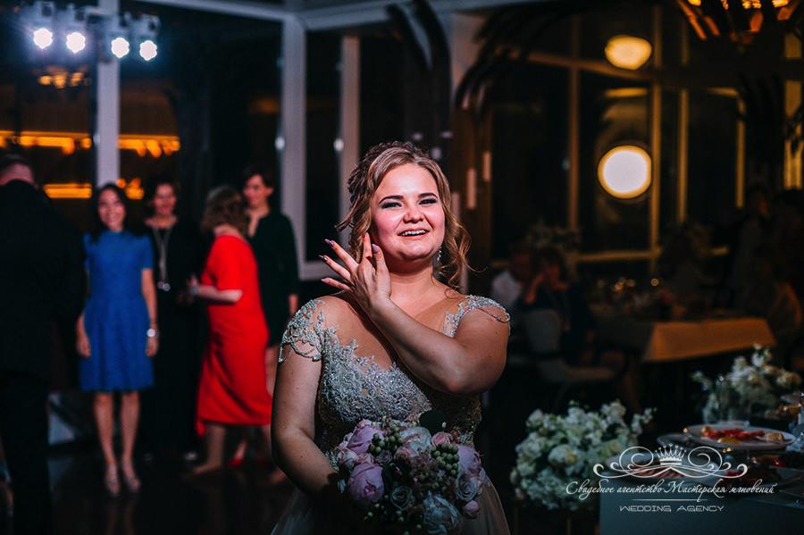 Бросок букета невесты в Давинчи парке
