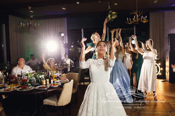 Бросок букета невесты