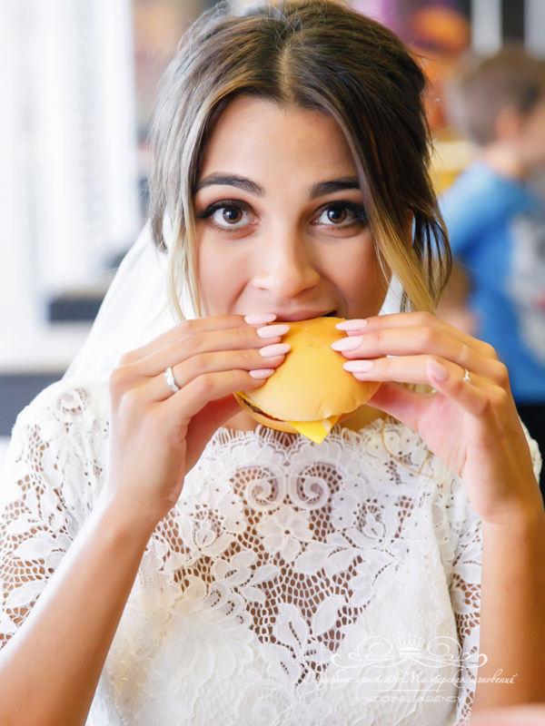 Свадебная фотосессия в Макдональдсе