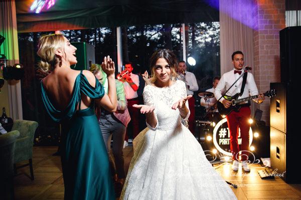 Танцы на свадьбе в ресторане Морешаль