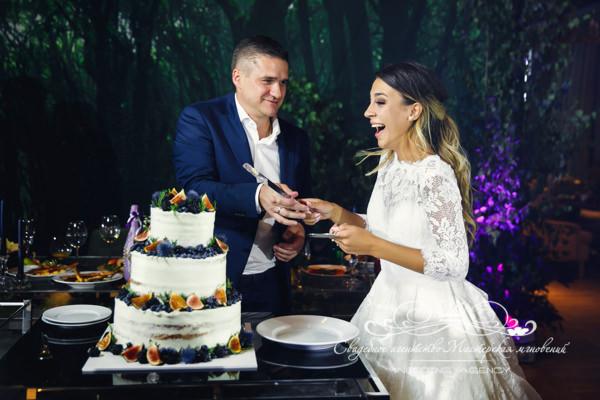 Оформление торта на свадьбе