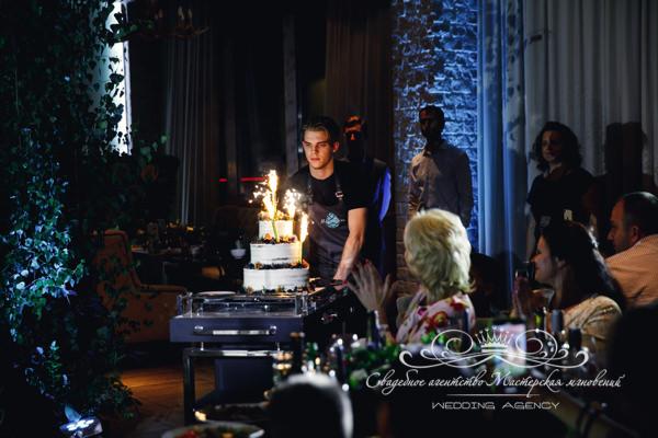 Свадебный торт на свадьбе в морешаль